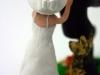 cake top sposa che insegue lo sposo