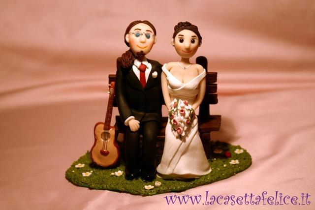 sposi sulla panchina romantici